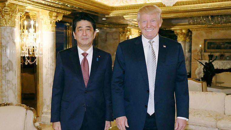 Abe en Trump tijdens hun ontmoeting in de Trump Tower, november vorig jaar Beeld null