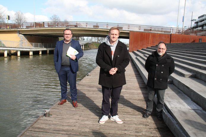 Jurgen Vanlerberghe, Maxim Veys en Peter Roose dienen namens sp.a West-Vlaanderen een bezwaarschrift in.