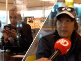 Ouderen krijgen hulp bij QR-code in Rotterdamse bieb