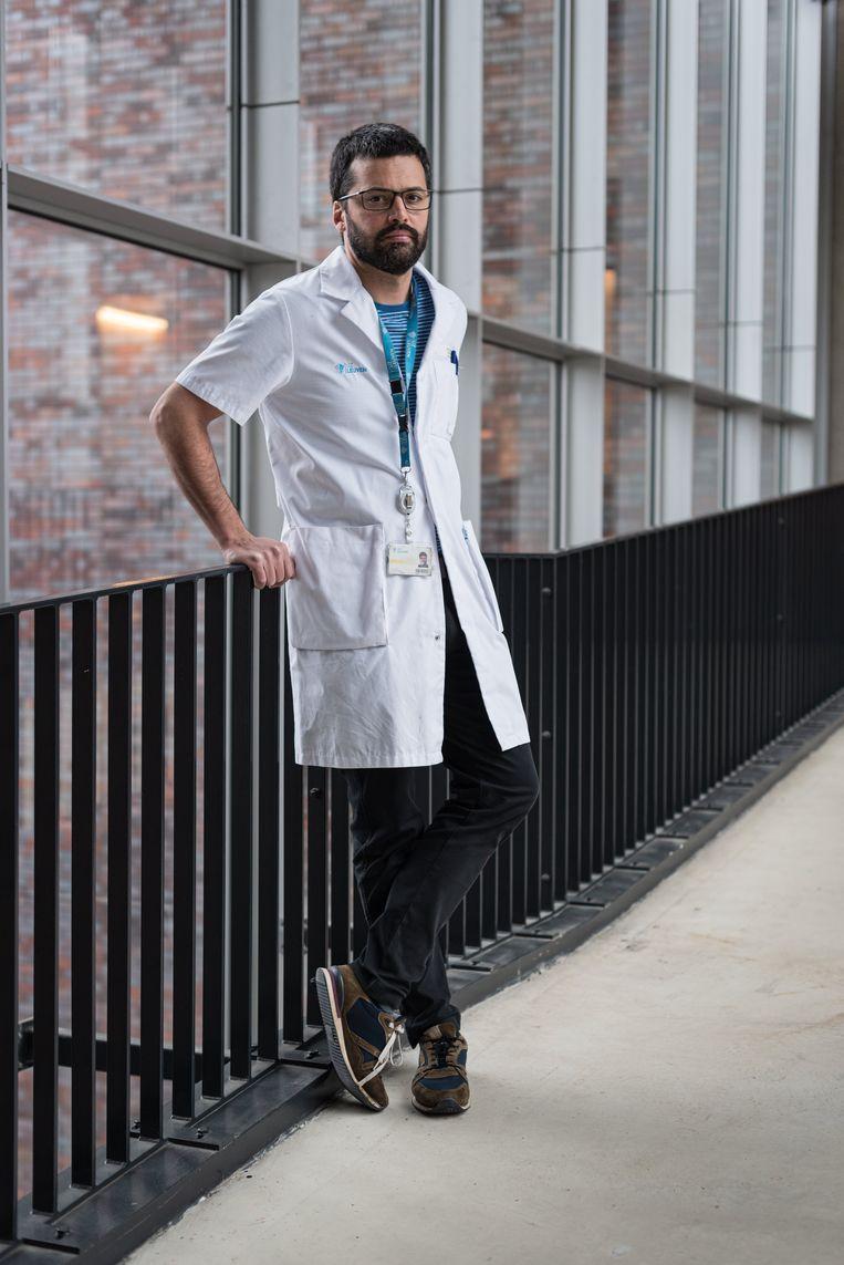 Professor Emmanuel André (UZ Leuven) volgt de Nijvelse situatie nauwgezet op.  Beeld Wouter Maeckelberghe