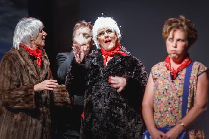 Foto uit 2017 van een optreden van theatergroep Impro in De Schuur.