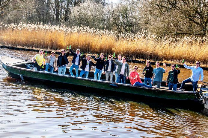 Lente zondag; 1 week na ijszondag; verschil van 30 graden; Olof studenten  huurden een boot en maakten met voldoende biervoorraad een tochtje naar Hilvarenbeek