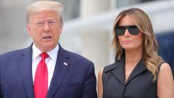 Trump vraagt Melania te lachen naar de camera's: haar onderkoelde reactie gaat viraal