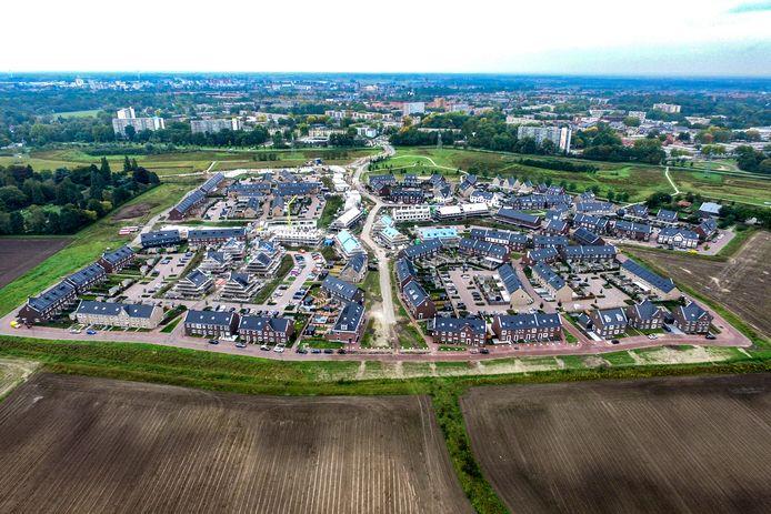 Steenbrugge, Deventer meest recente uitbreiding (en nog verder groeit) aan de noordkant van de stad. Op de achtergrond is Keizerslanden zichtbaar.