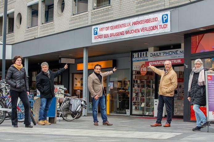 Winkeliers uit het centrum van Wijchen protesteerden vorige maand met spandoeken tegen het parkeerbeleid.