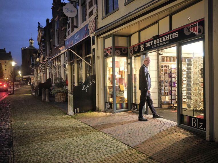 Het Boekhuis krijgt het predicaat hofleverancier. De winkel is 300 jaar oud en daarmee een van de oudste van Nederland. Beeld Sjaak Verboom