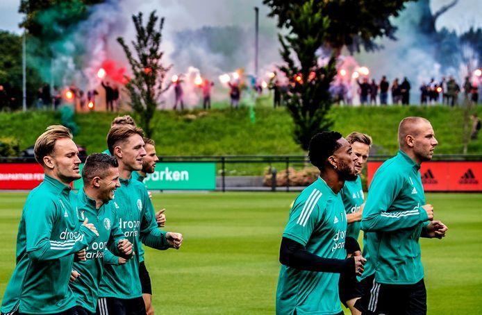 Premier Rutte ergerde zich aan Feyenoord-fans die zongen bij de training.