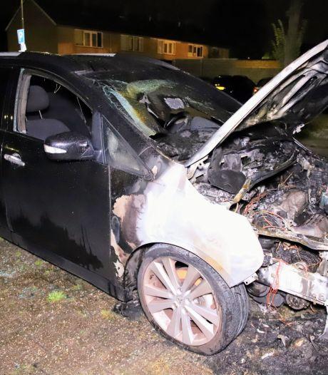 Auto uitgebrand in Culemborg, mogelijke brandstichter laat briefje en tekening achter