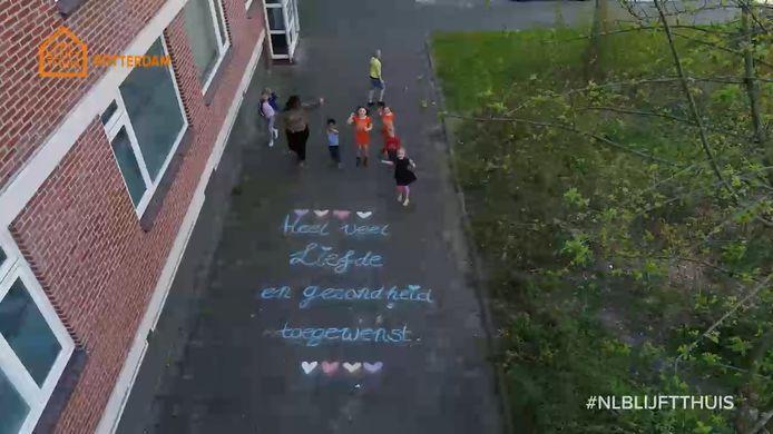 De AD-drone filmde lieve boodschappen in heel Rotterdam.