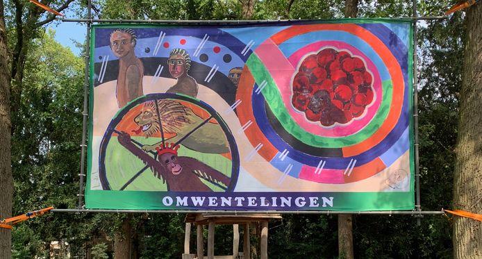 De uitvergroting van het werk Omwentelingen, zoals dat in het Van Heekpark hangt.