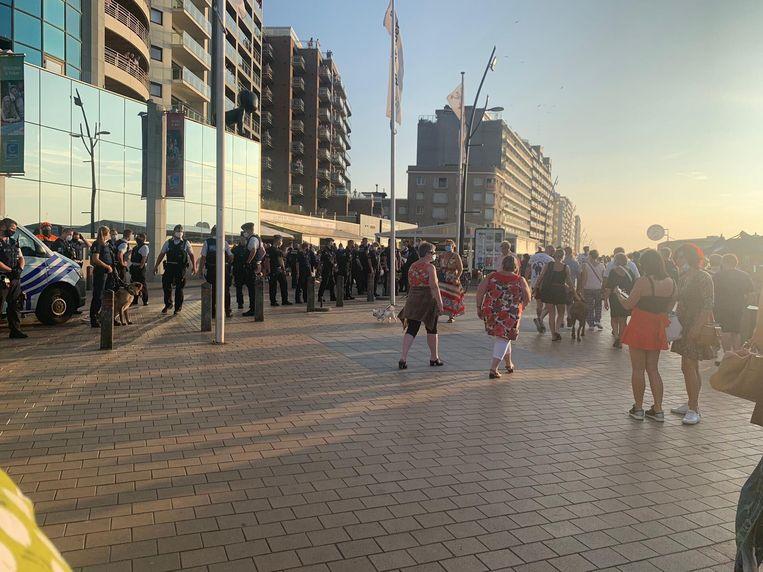 Op de Zeedijk van Blankenberge was heel wat politie aanwezig. Beeld RV