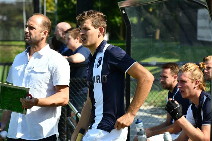Kromhouters-coach Christian Cavallet (links)