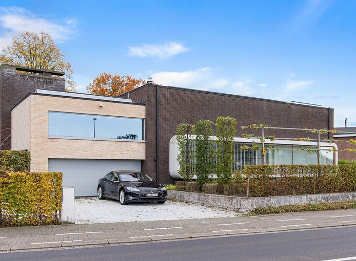 """De bekende woning van Frank Thyssen in de Tuinlaan staat te koop:  """"Ik start een B&B in West-Vlaanderen, maar het doet toch pijn om te vertrekken. Dit was altijd al mijn droomhuis."""""""