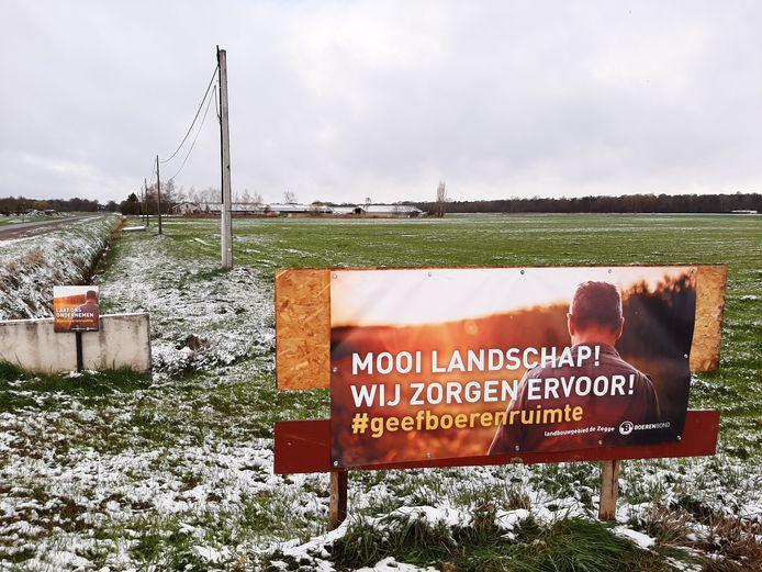 De Boerenbond voert samen met de landbouwers rond De Zegge actie met enkele borden.