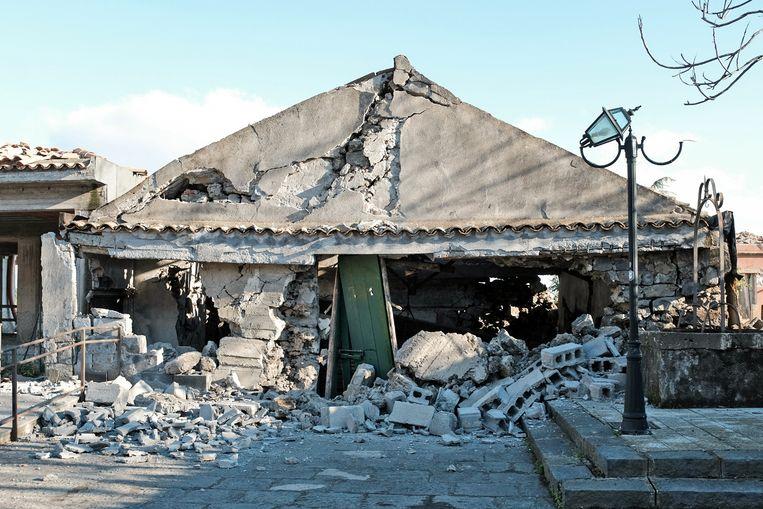 Beschadigde gebouwen in het plaatsje Zafferana Etnea. Beeld AFP
