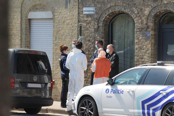 Het labo van de federale gerechtelijke politie kwam ter plaatse naar de Woumenweg voor een verdacht overlijden.