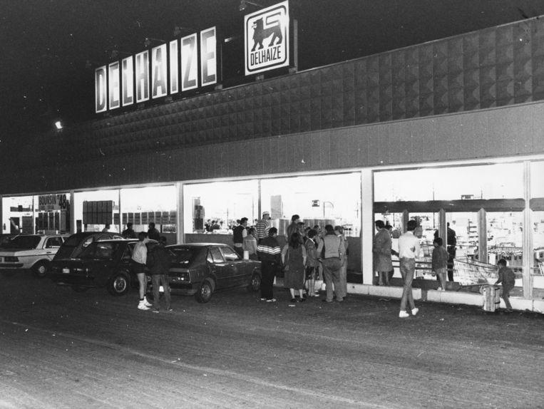 27 september 1985. Terreur in de Delhaize van Eigenbrakel.   Beeld BELGA