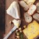 Dé nieuwe eettrend: kaas eet je voortaan samen met deze zoetigheid