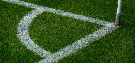 Feestelijk gebed kan niet in moskee, Hengelose voetbalclub Barbaros wijkt uit naar kunstgrasveld