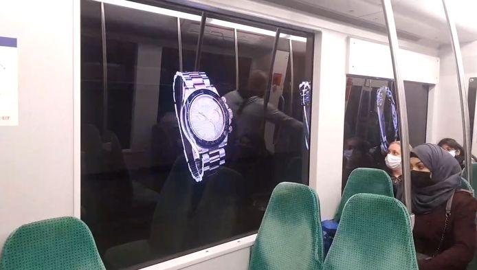 De nieuwe vorm van reclame is alleen op de tunnelwand te zien zodra de metro voorbij raast