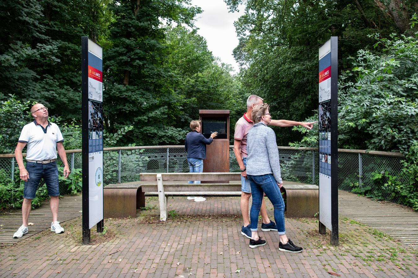 PR dgfoto Gelderlander Nijmegen: Romeinse Limes toegevoegd aan werelderfgoedlijst van Unesco. [op de foto: informatiezuilen bij het Romeins waterwerk aquaduct Berg en Dal]
