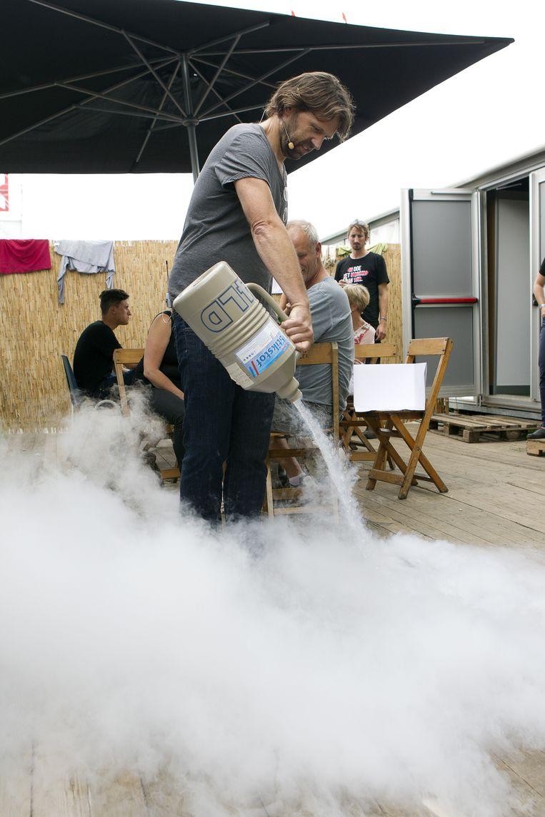 Kouwenhoven geeft een demonstratie op muziekfestival Lowlands, augustus 2013. Beeld Paul Bergen / ANP