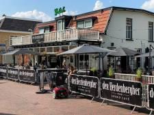 Jongeren nemen 'terrasje pikken' wel erg letterlijk: cafébaas laaiend