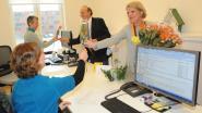 Zonta brengt rozen voor alle stadsmedewerksters