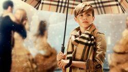 Waarom Burberry miljoenen aan handtassen, kleren en parfum verbrandt
