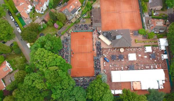 Het gravel stuift weer hoog op in villawijk Trompenberg tijdens Melkhuisje Masters