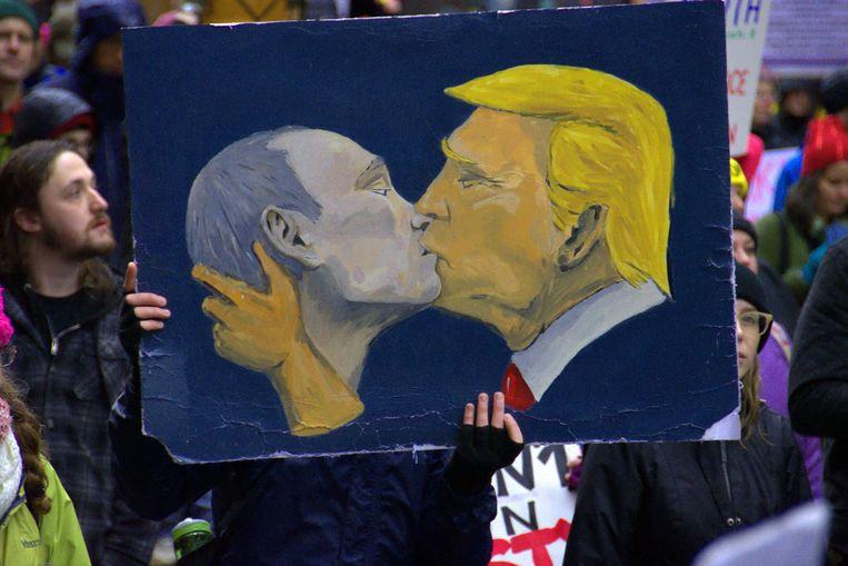 Poetin en Trump delen een intiem moment. Beeld RV Design Museum London