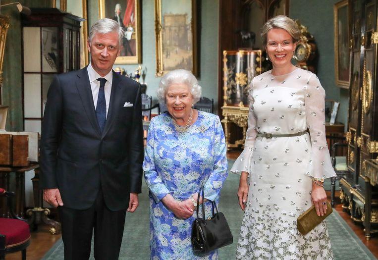 Koning Filip en koningin Mathilde met de Britse Queen. Beeld AFP