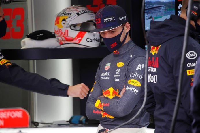 Max Verstappen houdt het na een ronde voor gezien.
