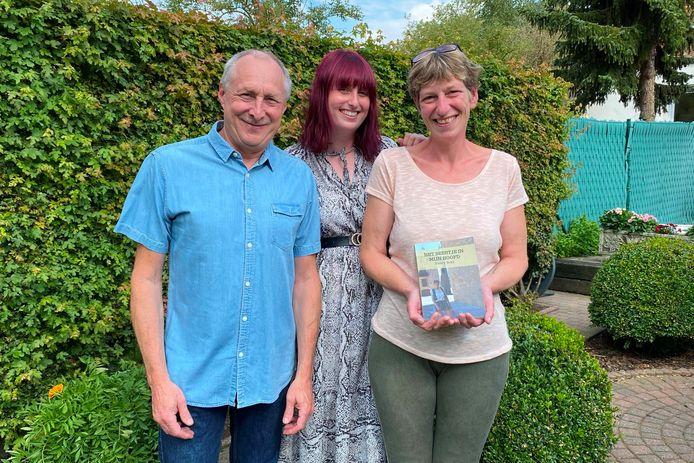 Nancy Beké (rechts) schreef samen met haar man Gunther Van den Borre en dochter Shannon een boek met de ervaringen van zeven jaar clusterhoofdpijn.