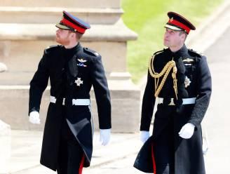 """Geen militaire uniformen bij uitvaart prins Philip: """"De queen wil Harry en Andrew sparen"""""""