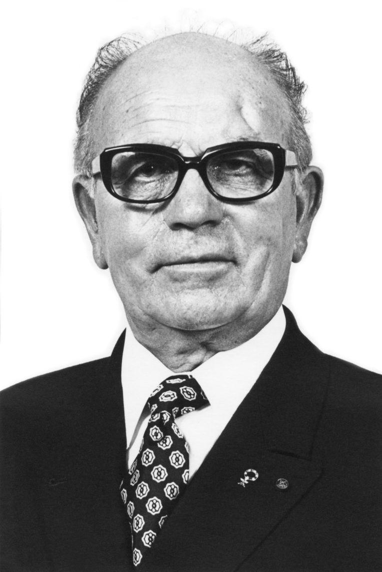 Bernard Van Hool.