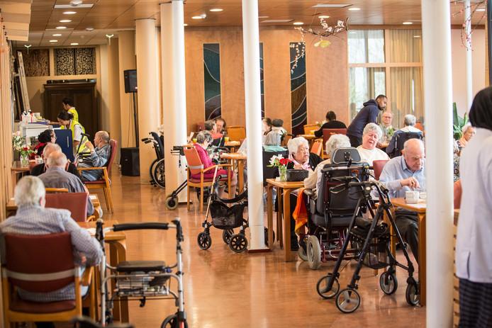 Het woonzorgcentrum Raffy in Breda-Noord waar afgelopen weekend bij de altijd drukbezochte pasar malam uit voorzorg veel mensen met mondkapjes opliepen.