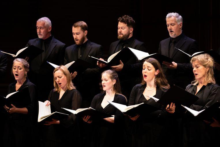 Het Nederlands Kamerkoor op 27 november in het Muziekgebouw aan 't IJ in Amsterdam. Beeld Melle Meivogel