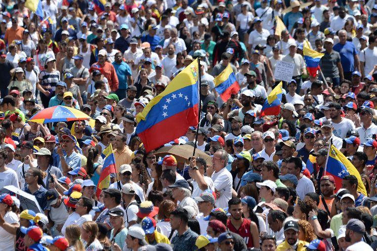 De achterban van Juan Guaido houdt het protest tegen Maduro vol. Beeld AFP