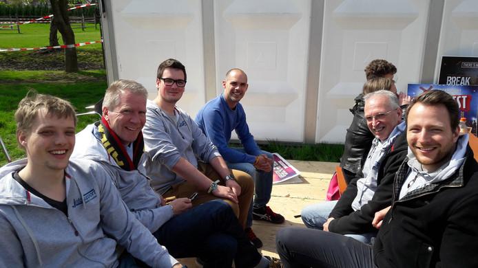 De groep begeleiders van de hackaton tijdens Paaspop in Schijndel.