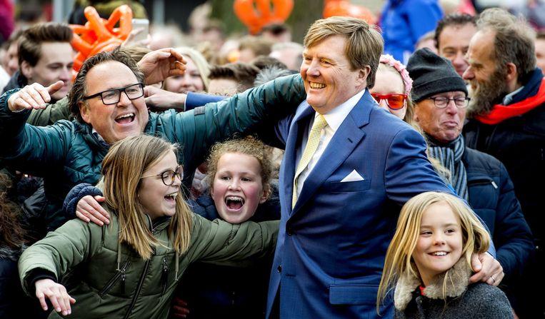 Koning Willem-Alexander tijdens het slotfeest op het Zwolse Boerenkerkplein Beeld anp