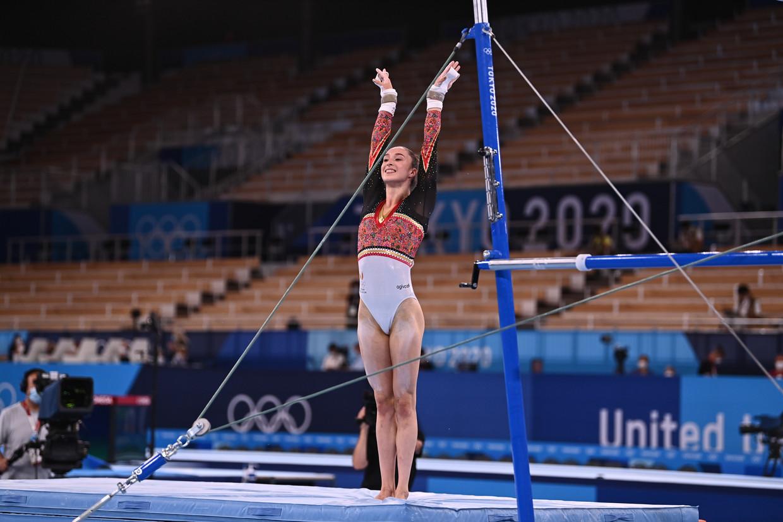 Nina Derwael won olympisch goud op de brug met ongelijke leggers. Beeld BELGA
