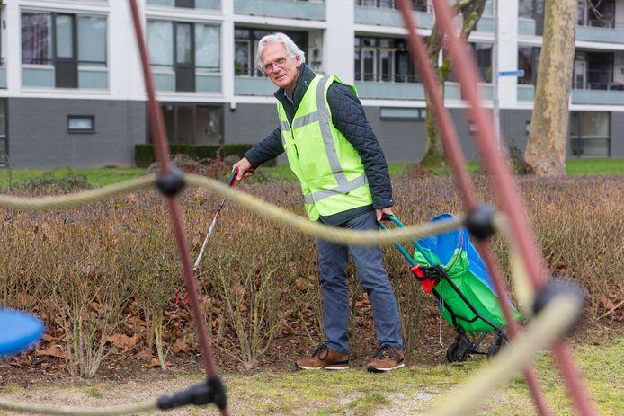 Veldhovenaar Harry Welp ruimt nu ruim een halfjaar zwerfvuil in Veldhoven op en maakt deel uit van een snelgroeiende groep vrijwilligers.