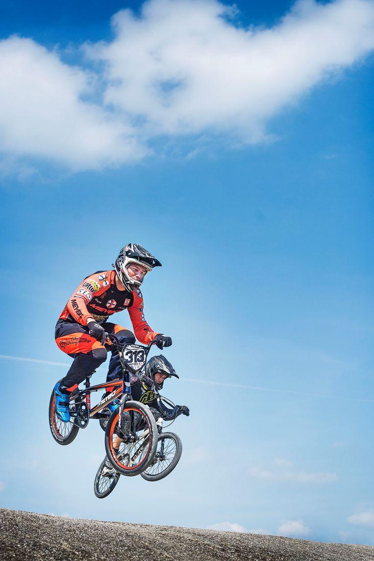 Niek Kimman tijdens een training op de BMX-baan op sportcentrum Papendal. Beeld Guus Dubbelman / de Volkskrant