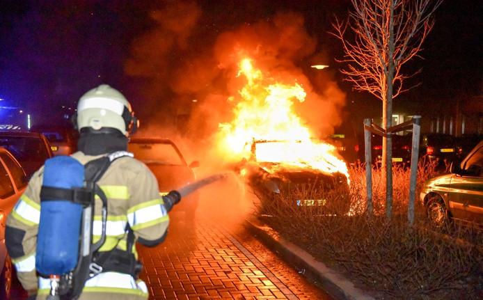 De vijf verdachten van autobranden in Utrecht zitten nog in de cel.