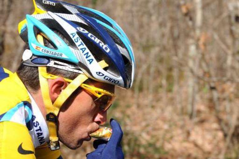 Alberto Contador ontsnapte in de slotkilometers aan de massale valpartij. Beeld UNKNOWN