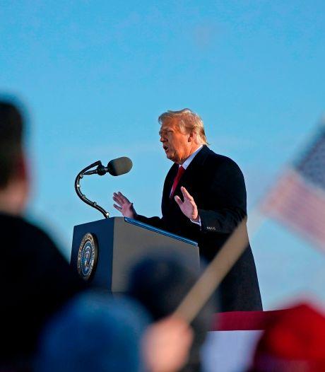 """Donald Trump promet de revenir """"d'une manière ou d'une autre"""""""