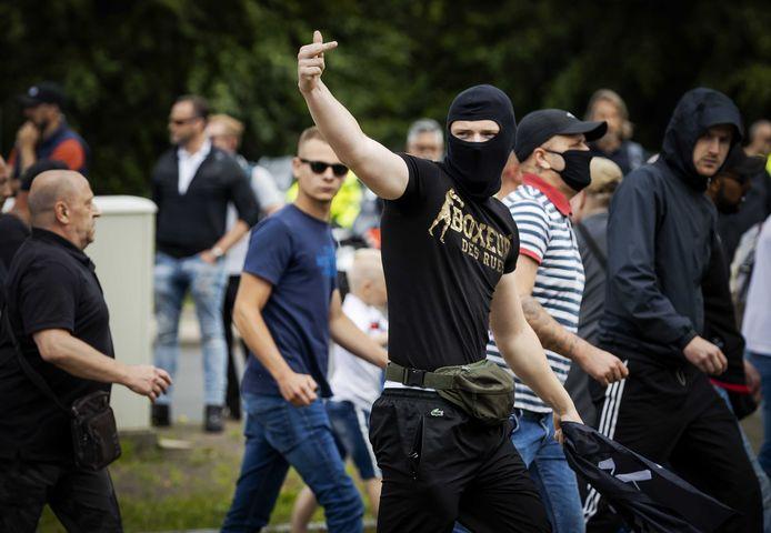 Demonstranten zoeken de confrontatie met de politie bij het Centraal Station