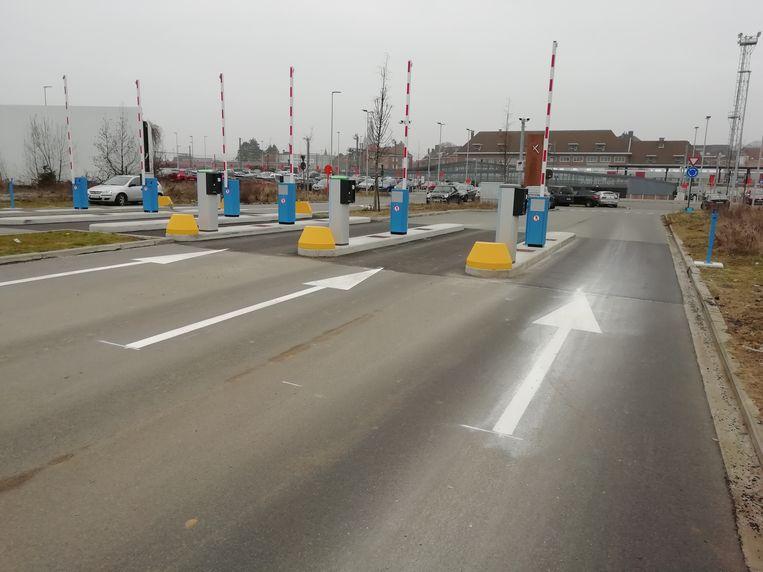 De stad verwerft de inrit naar de parking aan de Nieuwlandlaan.