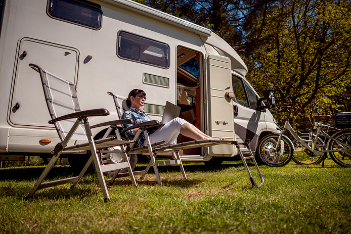 Een camper heb je zo neergezet en je bent snel weer op pad. Daarom is hij ideaal om mee te trekken.